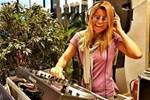 Bodrum Havaalanı DJ kabininde Ece Vahapoğlu sürprizi
