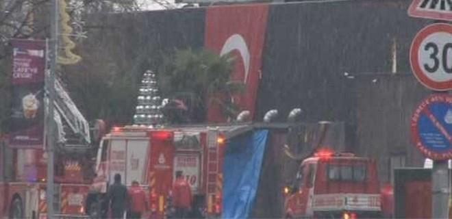 Terör saldırısı gerçekleşen gece kulübüne Türk Bayrağı asıldı