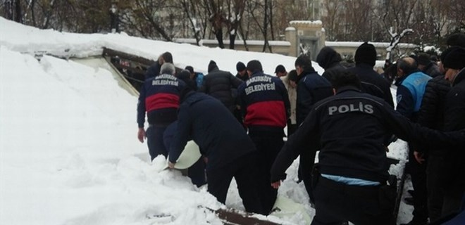 İstanbul Ataköy Camii'nde tente çöktü!...