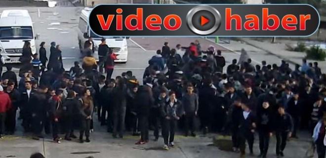 Lisede öğrenciler öğretmenlere saldırdı!