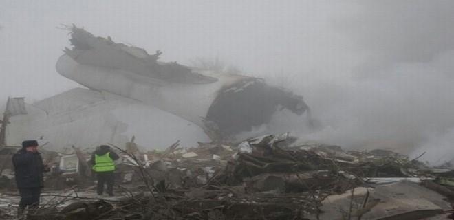 Bişkek'te Türk kargo uçağı evlerin üzerine düştü!
