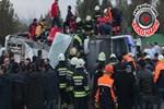 Diyarbakır'da polis aracına hain saldırı