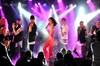 Uludağ'da düzenlenen bir festival kapsamında sahne alan şarkıcı Hande Yener, sevenlerine coşku dolu...