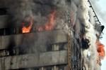 İran'da 17 katlı iş yeri çöktü!