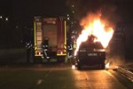 Kaza yapan sürücü, otomobilini ateşe verdi!