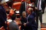 Meclis'te yine kavga çıktı!...