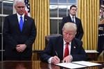 Donald Trump göreve hızlı başladı!
