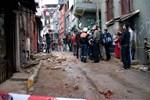 Beyoğlu'nda üç katlı bina çöktü!...