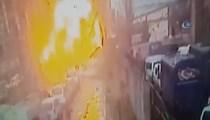 İzmir'de patlama anı güvenlik kamerasında