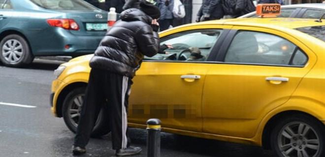 Zafer Algöz taksiciyle kavgaya tutuştu!