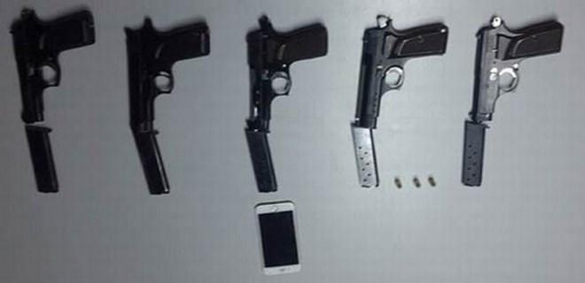 Yolcunun valizinde 5 adet ruhsatsız tabanca bulundu!