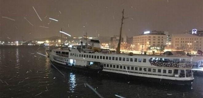 Büyükçekmece Gölü dondu, Boğaz gemi geçişlerine kapatıldı