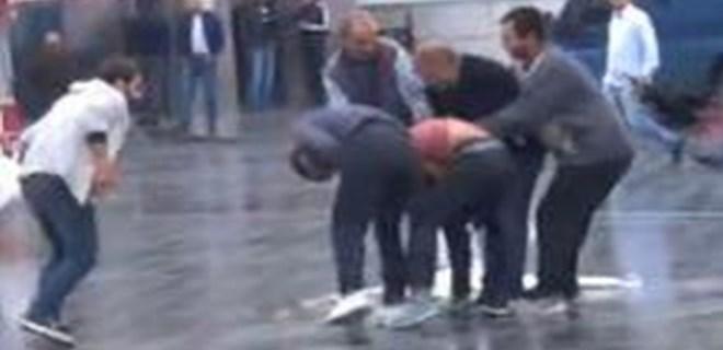 Taksim Meydanı'nda seyyar satıcıların olay kavgası!