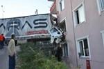 Kocaeli'nde TIR apartman dairesine girdi: 1 ölü!