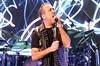 Haluk Levent, 15 yıl sonra yeniden Harbiye Açıkhava'da sahneye çıktı. Ünlü şarkıcıyı dinlemeye...