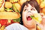 İki yetişkinden biri aşırı kilolu!