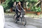 Asena Tuğal arabasını satıp bisiklet aldı!