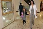 Deniz Akkaya kızıyla pazar keyfi yaptı