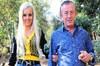 Ali Ağaoğlu, Ortaköy'deki evinde ortanca oğlu Emre Ağaoğlu'nun doğum gününü kutladı.