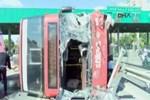 Bahçeşehir'de çift katlı otobüs devrildi!