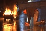 İstanbul'un ortasında lüks cipini yaktı!