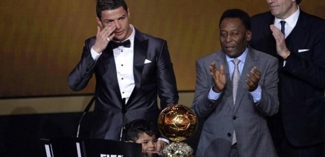 Ronaldo'nun ödülü açık artırmayla satıldı!