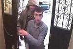 Hırsızlar kameraya el sallayarak eve girdi