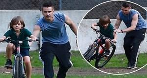 Colin Farrell'dan oğluna bisiklet dersi