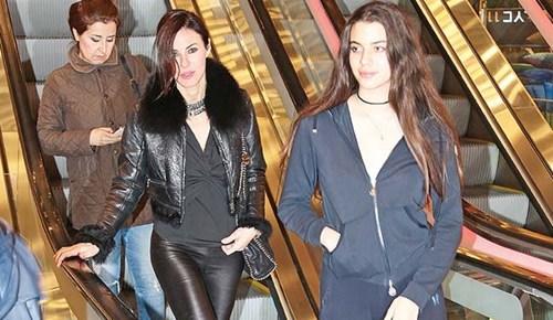 Defne Samyeli kızıyla alışveriş turu yaptı