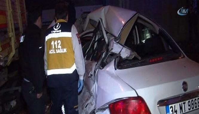 Şişli'de otomobil, duran kamyonete çarptı!