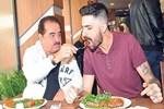 İdo, babasını İzmir'de ziyaret etti