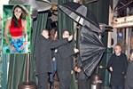 Hande Erçel için şemsiyeler açıldı!
