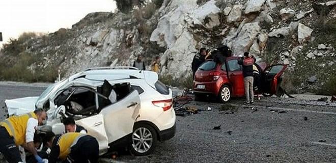 Emekli öğretmen çift kazada öldü