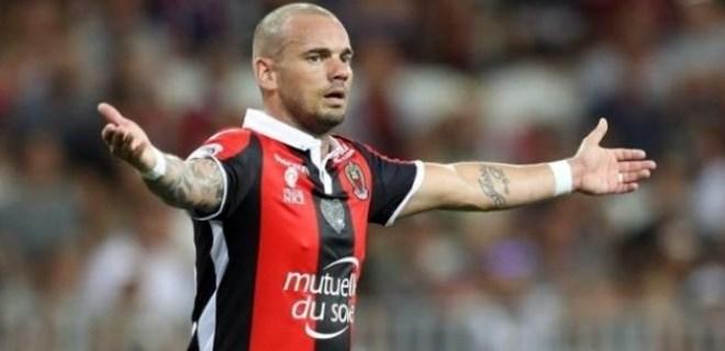 Wesley Sneijder darmadağın oldu!