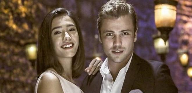 Tolga Sarıtaş ve Aybüke Pusat'ın set aşkı gerçek oldu