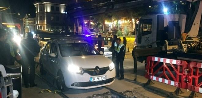 Sirkeci'de araç, tramvay yoluna girdi!