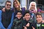 Gülben Ergen annesi ve oğullarıyla fotoğrafını paylaştı