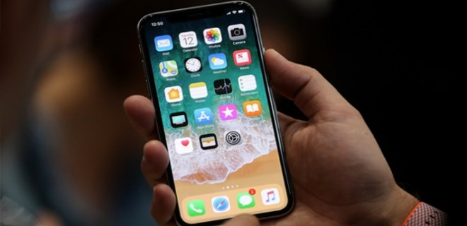 iPhone X sırasını 500 dolara sattı!