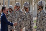 Bakan Canikli, Doha'daki TSK Kara Unsur Komutanlığını ziyaret etti