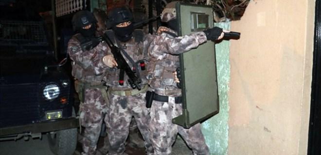 Adana'da aranan şahıslara şafak operasyonu