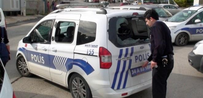 Maltepe'de polis araçlarına taşlı ve sopalı saldırı!