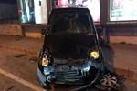 Bağdat Caddesi'nde araba yayaların üstüne çıktı!
