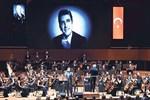 Filarmoni orkestrasından Zeki Müren şarkıları