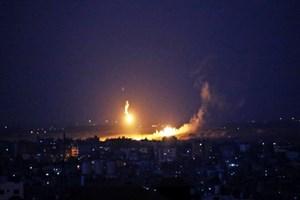 İsrail şafakta Gazze'yi bombaladı!