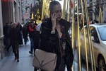 Emina Sandal'ın heyheyleri üstünde!