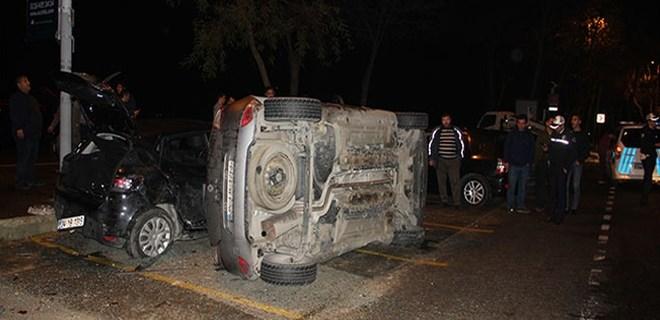 Sarıyer'de park halindeki aracın üzerine otomobil devrildi!