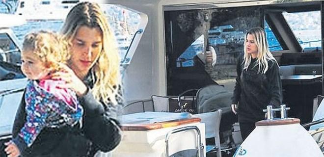Pınar Sabancı çocuklarını parka tekneyle götürüyor!