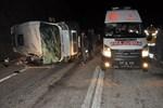 Mültecileri taşıyan minibüs devrildi!