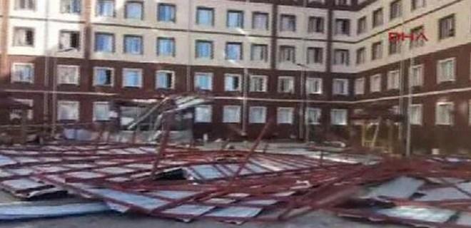 Siirt'te kız öğrenci yurdunun çatısı çöktü!