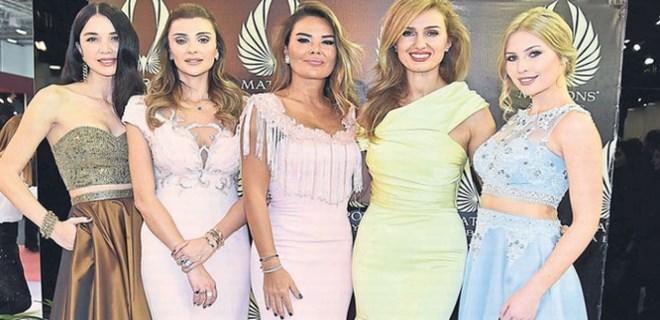 Güzel mankenler İzmir'de podyuma çıktı